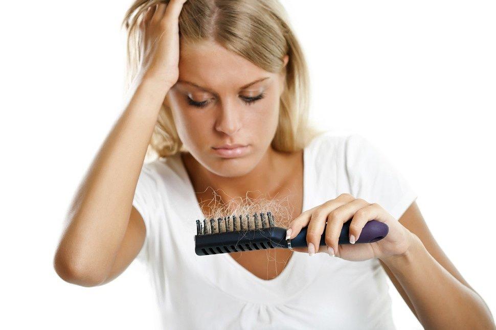 Почему выпадают волосы, и как это остановить?
